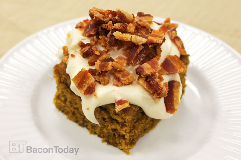 bacon-pumpkin-bars-with-maple-cream-cheese-frosting