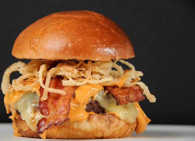 Hanover Inn Bacon Cheeseburger
