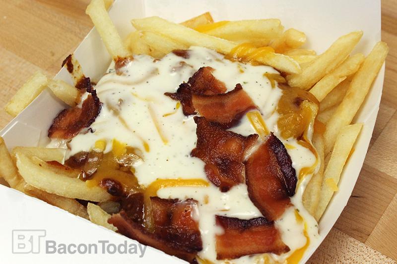wienerschnitzel-bacon-ranch-chili-cheese-fries