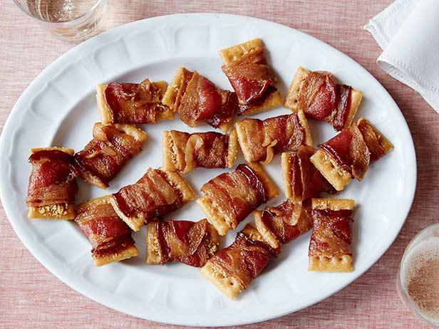 FN_Thanksgiving-Live-Ree-Holiday-Bacon-Appetizer_s4x3.jpg.rend.sni18col