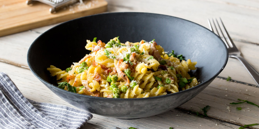 creamy bacon pasta with peas